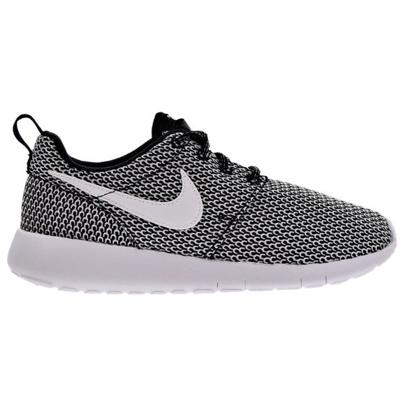 743ef3a8f946 Nike roshe Women s Shoes Size 8.5
